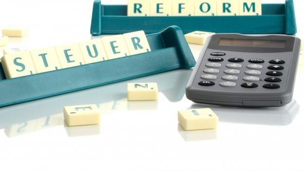Der Kanton Solothurn soll schon jetzt mögliche Abfederungen für eine neue Steuerreform des Bundes prüfen.