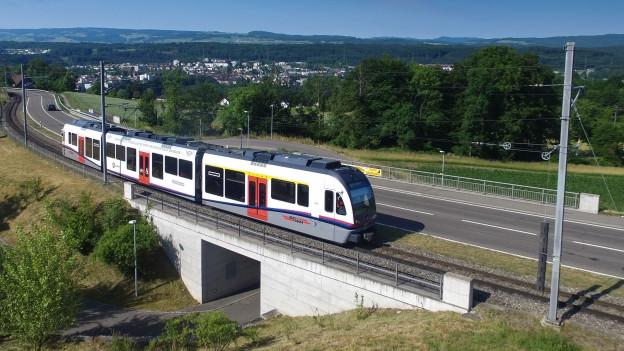 Die Bremgarten-Dietikon-Bahn unterwegs in Widen.