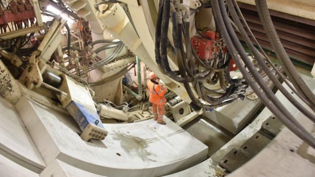 Bauarbeiten im Tunnel.