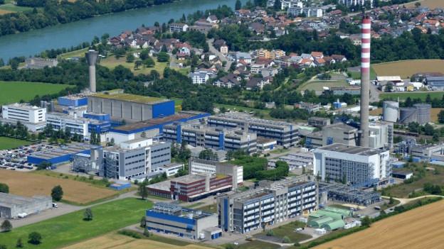 Luftaufnahme Fabrikgelände DSM, im Hintergrund Sisseln und der Rhein