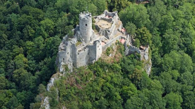 Die Burgruine Neu Falkenstein über Balsthal: Von hier kontrollierten die Burgherren den Handelsweg über den Hauenstein.