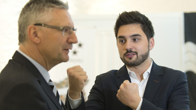 Cédric Wermuth (r.), Co-Präsident der SP Aargau, gewinnt die aktuelle Runde gegen SVP-Nationalrat Andreas Glarner.