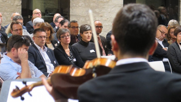 Bisherige und neue Aargauer Gemeinderäte legten gemeinsam den Amtseid ab.