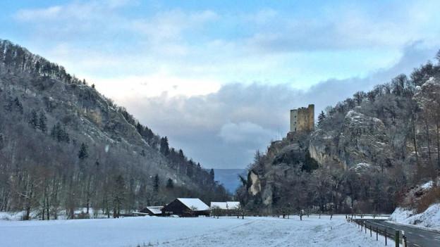 Bildlegende: Eines der Wahrzeichen der Region Schwarzbubenland: Die Burg Neu-Thierstein zwischen Büsserach und Erschwil.