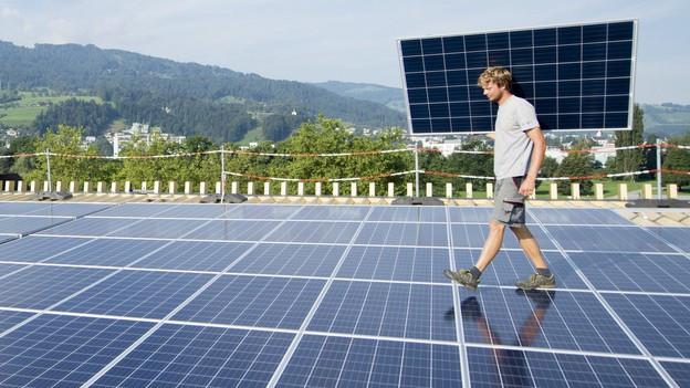 Sollen Solardächer obligatorisch werden? Darüber diskutiert das Parlament am Mittwoch.