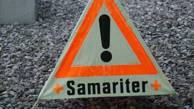 Warndreieck mit Aufschrift Samariter.