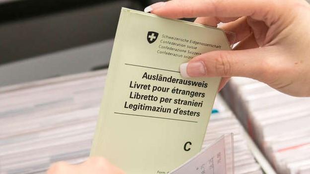 Drei Solothurner Jungparteien fordern mit einer Initiative das Stimm- und Wahlrecht für AusländerInnen mit C-Ausweis.