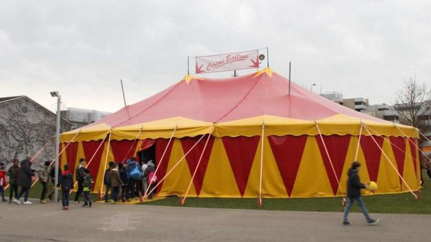 Zirkuswoche statt Schulstube: Die Wettinger Schüler müssen an alles denken, auch ans Marketing.