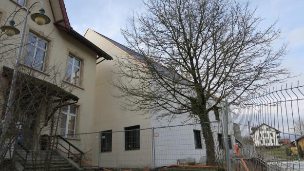 Das alte und das neue Gemeindehaus in Fischbach-Göslikon.