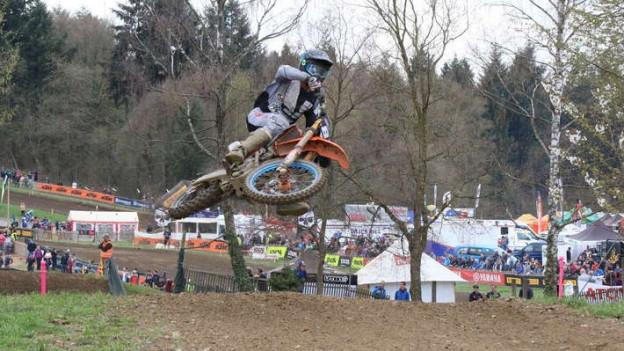 Sprünge, Dreck und Motorenlärm: Am Motocross-Wochenende bei Wohlen kamen die Zuschauer auf ihre Kosten.