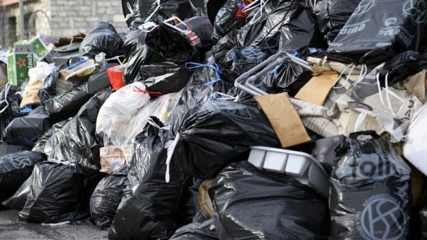 Plastik-Recycling: Wer verliert, wer gewinnt? Und schaden private Firmen den Gemeinden?