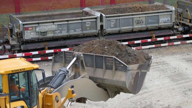 500'000 Tonnen Aushubmaterial müssen von Schinznach-Dorf nach Wildegg in den ehemaligen Jura-Steinbruch.