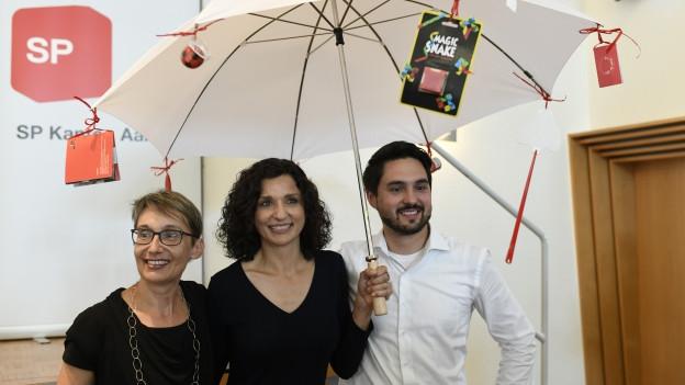 Die neue Parteipräsidentin Gabriela Suter (Mitte) und ihre Vorgänger Elisabeth Burgener und Cédric Wermuth.