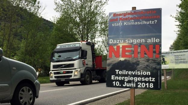 Plakat Nein zum Energiegesetz am Strassenrand