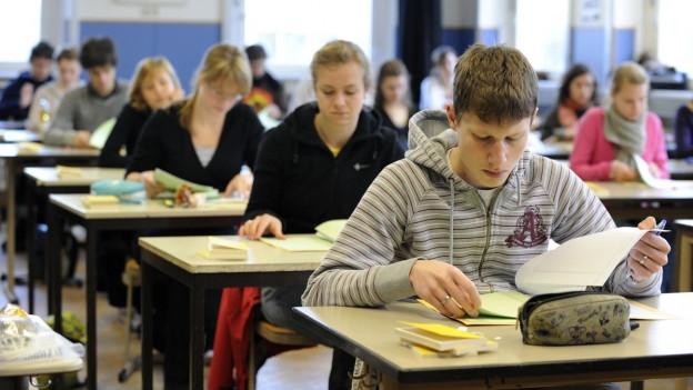 Schüler von Privatschulen müssen im Aargau weiterhin eine Aufnahmeprüfung für eine Mittelschule absolvieren.