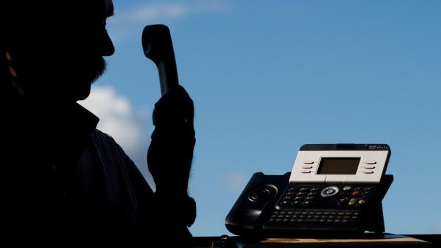 Senioren am Telefon betrügen, das ärgert Betroffene und die Polizei. Sie setzt auf Prävention.