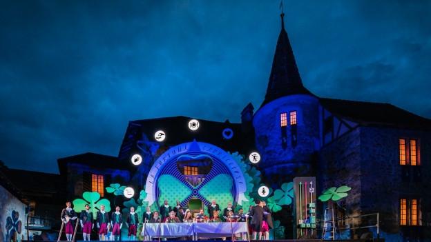 Schloss Hallwyl bei Nacht.
