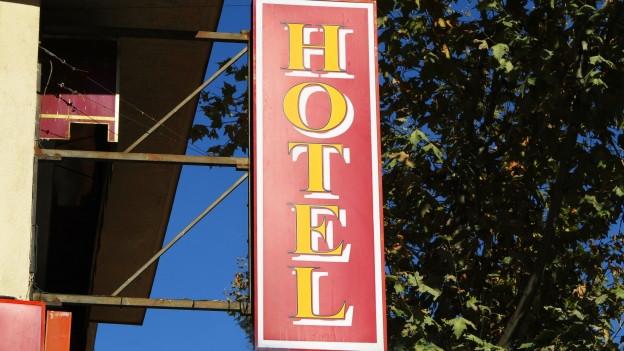 """Schild """"Hotel""""."""