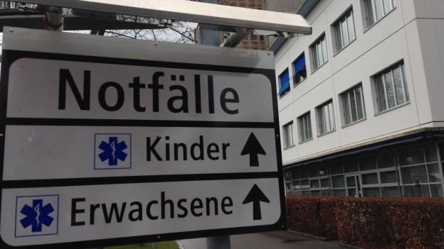 Wegweiser beim Kantonsspital Aarau