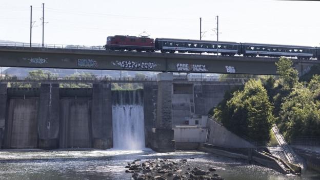 Das Wasserkraftwerk in Wettingen produziert zurzeit nur noch ein Drittel der üblichen Strommenge.