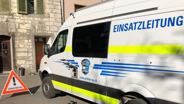 Die Staatsanwaltschaft hat den mutmasslichen Täter gefunden. Er soll mit einer Bombe gedroht haben.