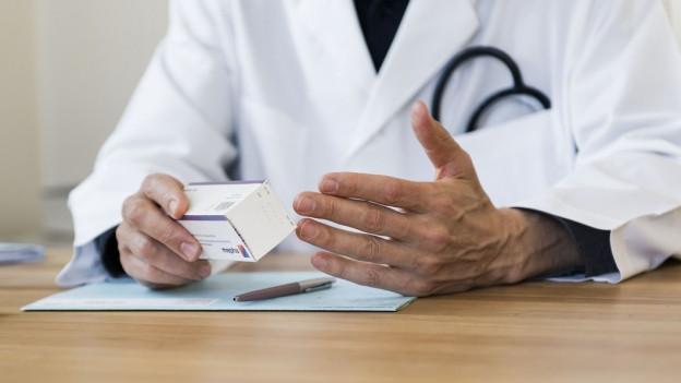 Ein Aargauer Arzt darf ab sofort nicht mehr arbeiten, sagt ein Zwischenentscheid des Bundesgerichts.