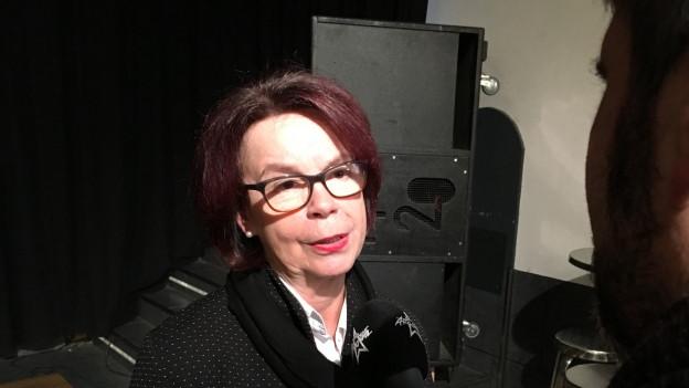 Die Boswiler Frau Vizeammann Liliane Kappeler gibt den Medien Auskunft.
