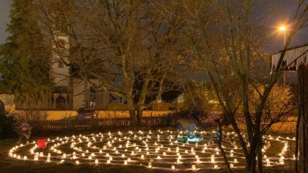 Rund 300 Kerzen leuchten jeden Abend in Othmarsingen.