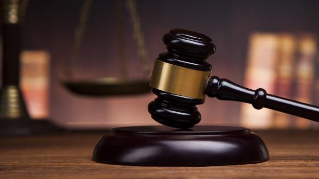 Hammer in Gerichtssaal
