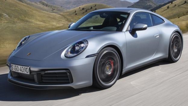 Ein Porsche 911 Turbo in voller Fahrt