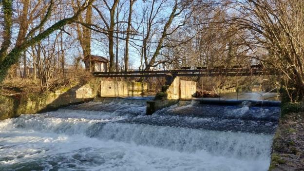 hunderte alte Stufen in den Bächen und kleinen Flüssen abgerissen werden