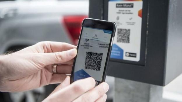In Grenchen kann man an immer mehr Parkuhren auch mit dem Handy bezahlen.