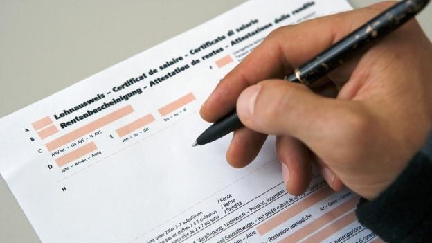 Lohnausweise gehen weiterhin via Arbeitnehmern zur Steuerbehörde.