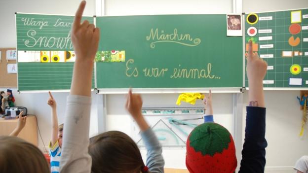 Kein Lehrer vor der Klasse: Im Aargau droht auf das nächste Schuljahr hin ein Mangel.