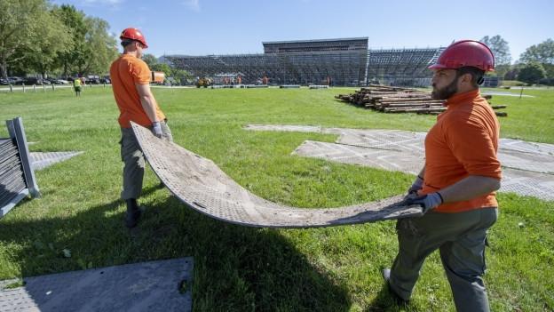 Zivilschützer helfen beim Aufbau des Eidgenössischen Turnfests
