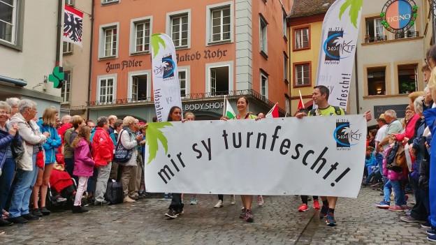 Das 76. Eidgenössische Turnfest in Aarau ist voll in Fahrt. Der Festumzug am Samstag war einer der Höhepunkte.