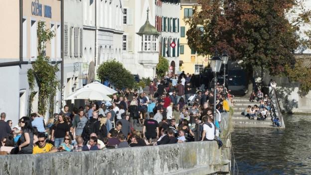 Lärm und Ausgang oder Wohnen und Ruhe? Eine Kampagne soll das Leben in der Solothurner Altstadt im Sommer regeln.