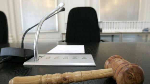 In einem abgekürzten Verfahren einigten sich Staatanwaltschaft und Verteidigung vor Gericht auf Schuldunfähigkeit.