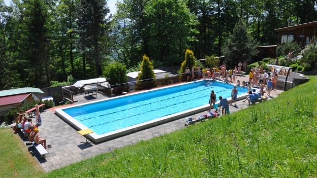 Der Campingplatz oberhalb von Auenstein AG ist kein normaler Campingplatz. Er ist ein Treffpunkt für Naturisten.
