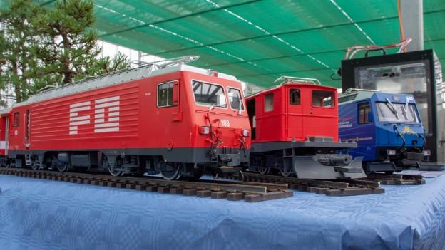 Drei Modell-Lokomotiven