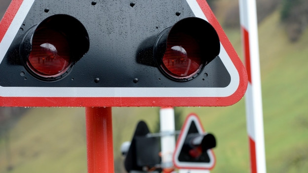 Blinkanlage an Bahnübergang.