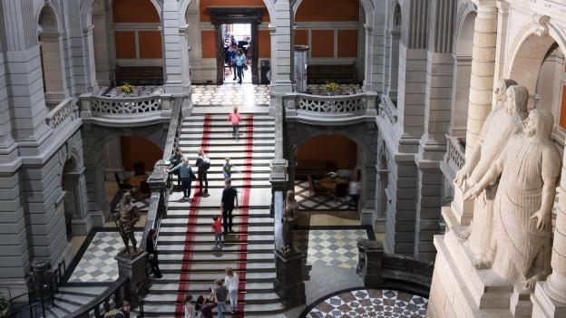 Treppe im Bundeshaus.