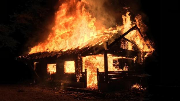 Verdächtiger gibt zu, drei von vier Bränden gelegt zu haben.
