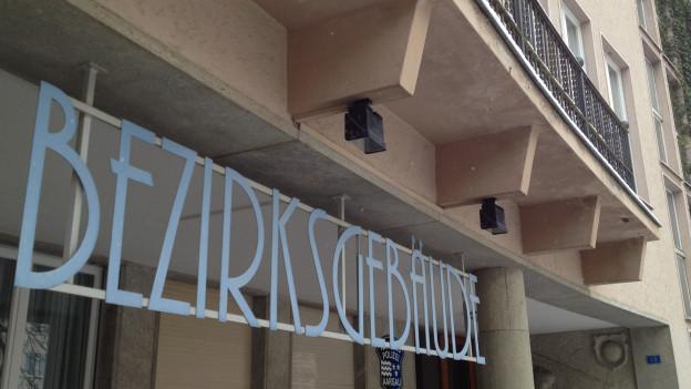 Eingang zum Bezirksgebäude in Lenzburg.