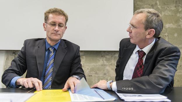 Christoph Neuhaus und Philippe Perrenoud informieren über den Fall Strik Strik.