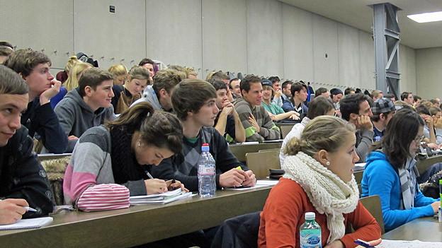 Die Sportvorlesungen der Universität Bern sind gut besucht.