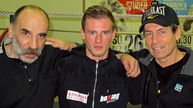 Alain Chervet (MItte) mit seinen Trainern Bruno Arati (links) und Daniel Hartmann.