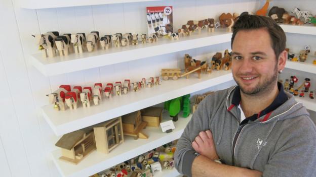 Marc A. Tauffer und seine berühmten Holztiere