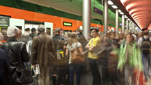 Schon heute ist es im RBS-Teil des Bahnhofs Bern äusserst eng.