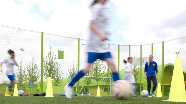 Talentierte Fusballerinnen trainieren in Zukunft in Biel.